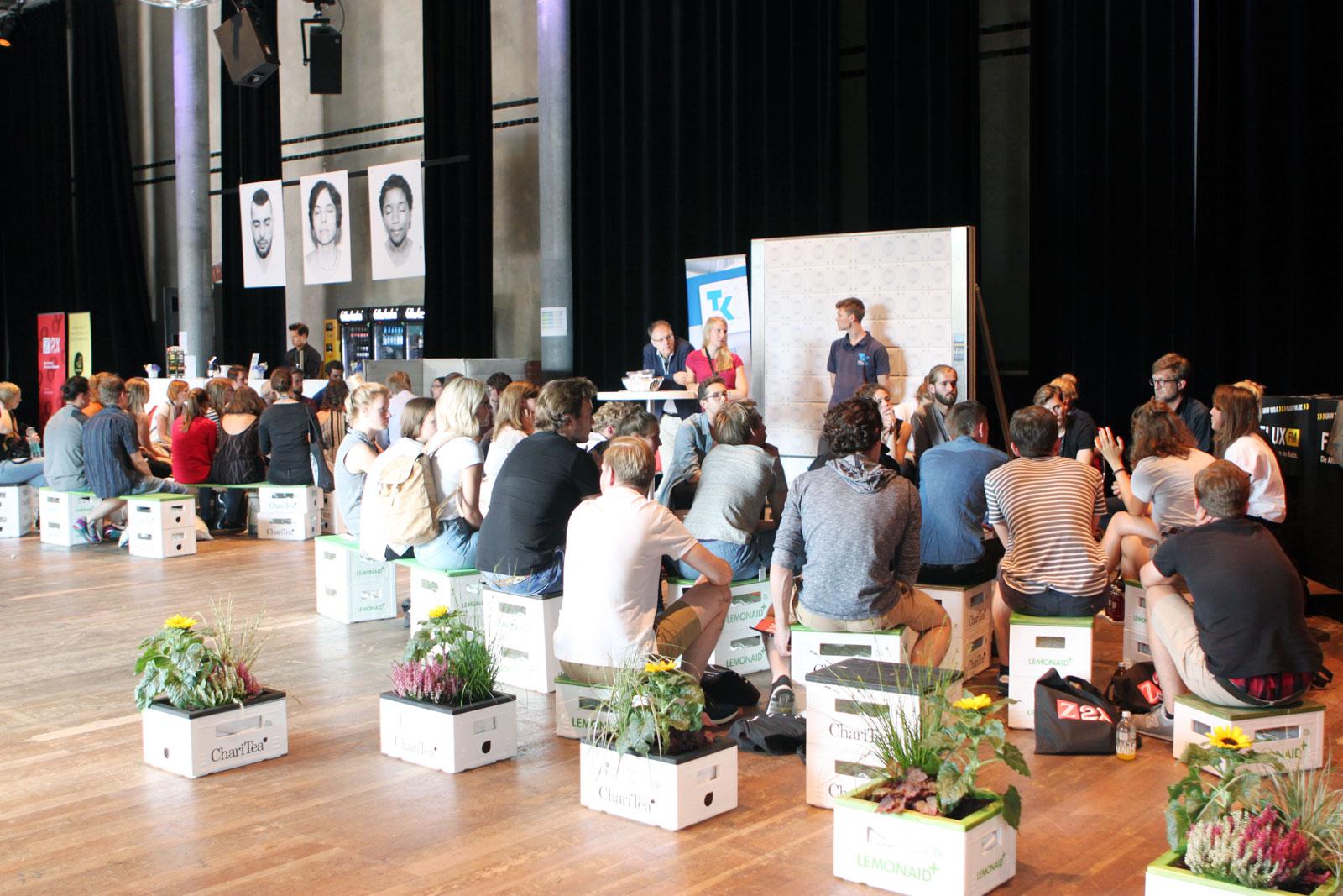 Im Radialsystem V in Berlin wurden rund 500 Teilnehmer begrüßt.