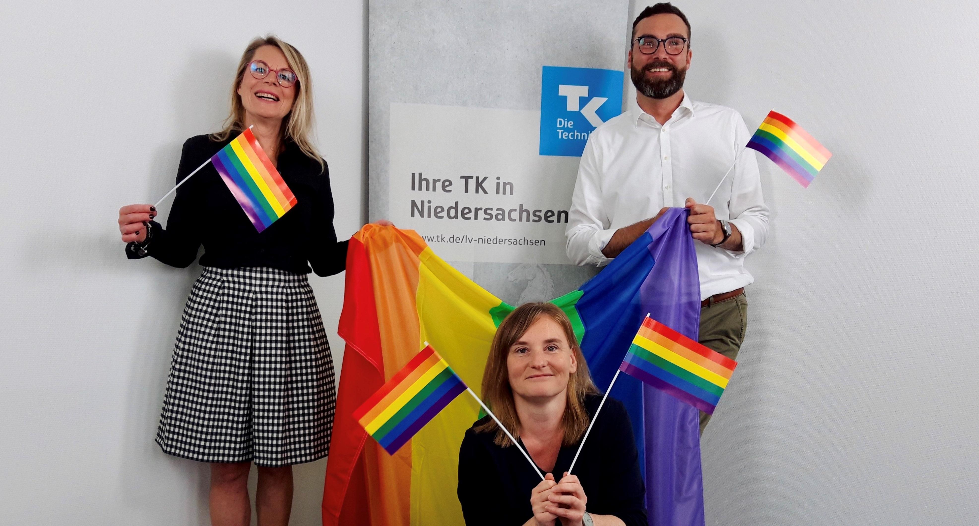 Auch die TK-Landesvertretung Niedersachsen steht ein für mehr Toleranz: Ulrike Fieback, Kerstin Tuchs und Bastian Starkebaum (von links).